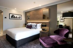 A bed or beds in a room at Rydges South Bank Brisbane