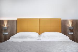A bed or beds in a room at Hotel San Teodoro