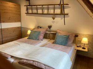 Ein Bett oder Betten in einem Zimmer der Unterkunft MysterySuite