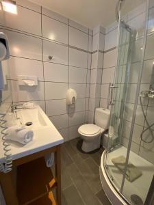 Salle de bains dans l'établissement Hotel Restaurant de la Tour