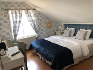 Säng eller sängar i ett rum på Nautic Hotell