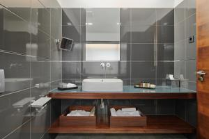 A bathroom at Marmont Heritage Hotel - Adults Only