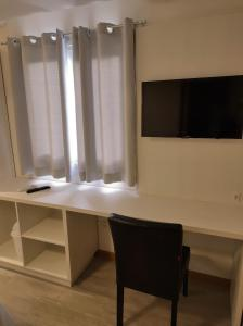 A television and/or entertainment center at Palace Hotel Canela