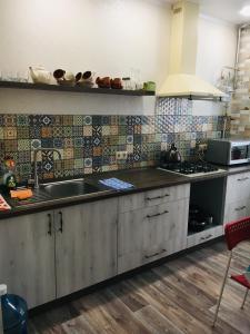Кухня або міні-кухня у 2ком квартира у моря,Южный одесская обл.