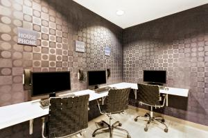 The business area and/or conference room at Holiday Inn Resort Orlando Suites - Waterpark, an IHG Hotel
