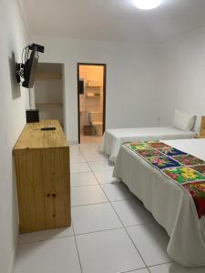 A bed or beds in a room at Suíts Praia Bonita em Milagres