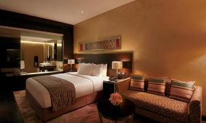A bed or beds in a room at Hilton Jaipur