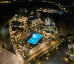 Vue sur la piscine de l'établissement Milos Villas Hotel ou sur une piscine à proximité