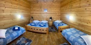 A bed or beds in a room at Новая Волна