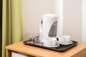 Utensilios para hacer té y café en Colina do Mar