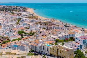 A bird's-eye view of Colina do Mar