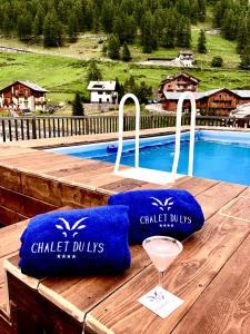 Piscina di Chalet du Lys Hotel & SPA o nelle vicinanze