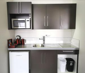 A kitchen or kitchenette at 315 Euro Motel and Serviced Apartments