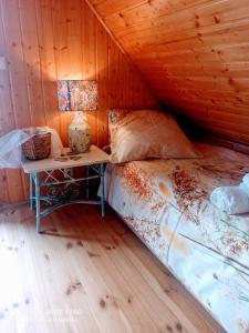 Łóżko lub łóżka w pokoju w obiekcie Smyrkowy Dom