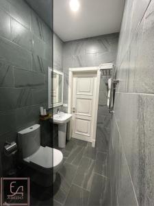 Ванная комната в AREDO HOTEL