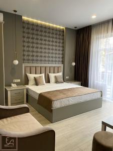 Кровать или кровати в номере AREDO HOTEL