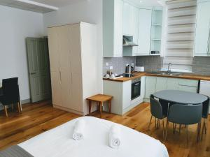 A kitchen or kitchenette at Forest House