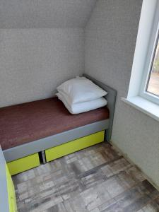 A bed or beds in a room at Kempings Ronīši