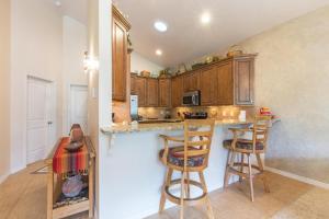 A kitchen or kitchenette at Sky Rocket #3