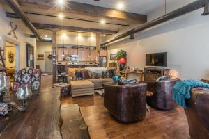 The lounge or bar area at 708 Main Street, Unit #4