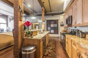 A kitchen or kitchenette at 708 Main Street, Unit #4