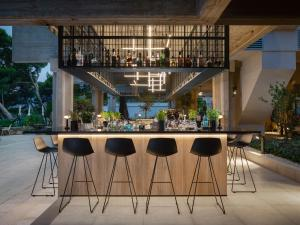 The lounge or bar area at Bluesun Hotel Soline