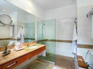 Ванная комната в Movenpick Resort & Spa El Gouna