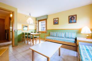 A seating area at My City Home Baqueira - Solneu