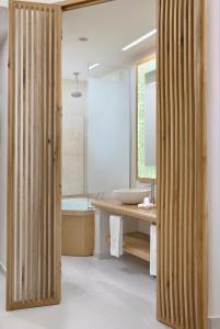 Ein Badezimmer in der Unterkunft Anax Resort and Spa