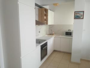 A kitchen or kitchenette at Saranda Backpackers