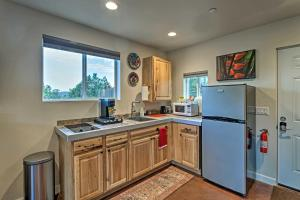 A kitchen or kitchenette at Sunny Sedona Getaway - Hike, Golf, and Relax!