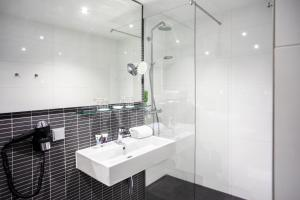 A bathroom at Mercure Hotel Lüdenscheid