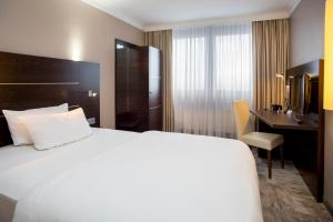 A bed or beds in a room at Mercure Hotel Lüdenscheid