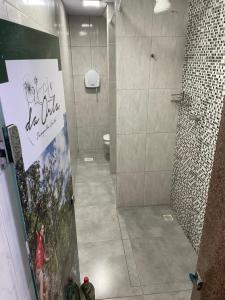 A bathroom at Da Orla Pampulha Hostel