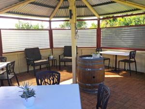 A restaurant or other place to eat at Alstonville Settlers Motel