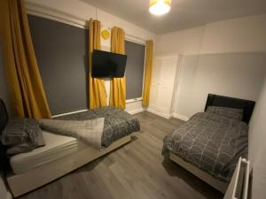 A bed or beds in a room at Fiveways Hotel