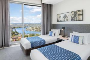 A bed or beds in a room at Wyndham Resort Surfers Paradise
