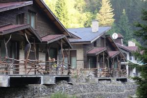 Сградата, в която се намира ваканционното селище