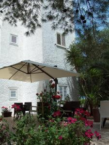 A restaurant or other place to eat at Hotel Coppa di Cielo