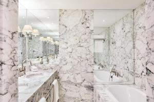 A bathroom at De L'Europe Amsterdam – The Leading Hotels of the World