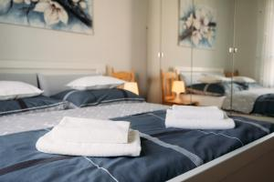 A bed or beds in a room at Apartament 15