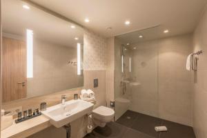Ein Badezimmer in der Unterkunft Holiday Inn - Hamburg - Berliner Tor, an IHG Hotel
