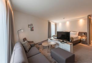 Ein Sitzbereich in der Unterkunft Holiday Inn - Hamburg - Berliner Tor, an IHG Hotel