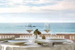 A restaurant or other place to eat at Hôtel du Palais Biarritz, in The Unbound Collection by Hyatt