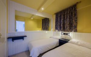 Cama o camas de una habitación en Apartamentos Teneguia