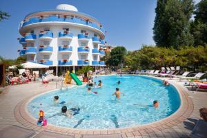 Bazén v ubytování Hotel Playa Blanca nebo v jeho okolí