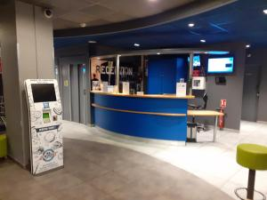 The lobby or reception area at ibis budget Toulouse Centre Gare