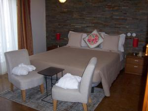 A bed or beds in a room at Hotel Santa Apolonia