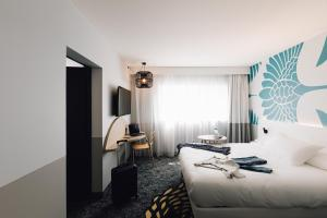 A bed or beds in a room at ibis Styles Nancy Laxou