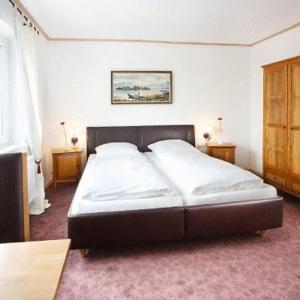 A bed or beds in a room at Landgasthof Löwen